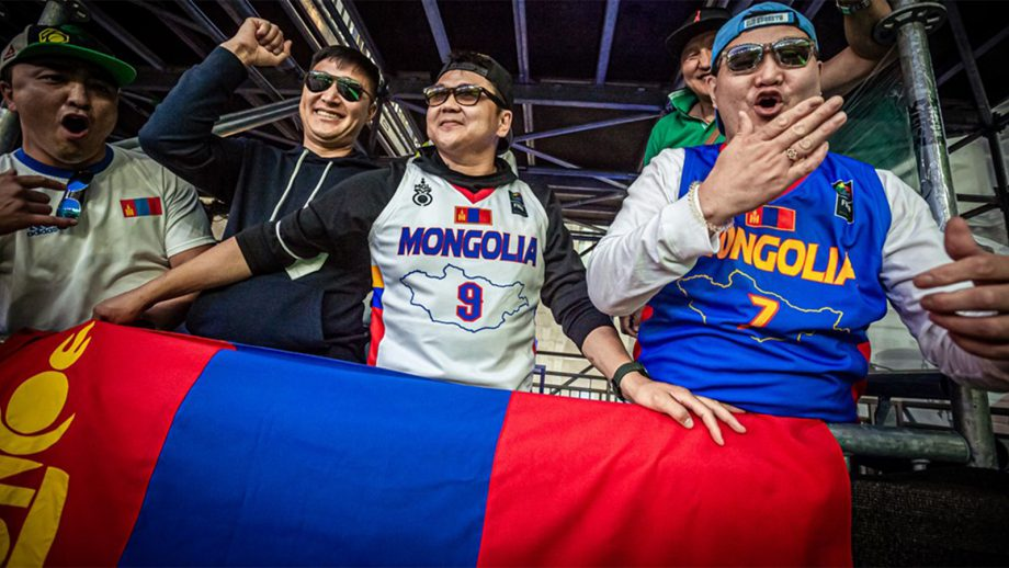 Тэмцээний эхний өдөр: Монголын хөгжөөн дэмжигчид